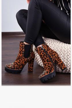 Zamszowe Botki Leopard w Srebrne Kolce 7941