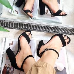 Zamszowe Czarne Sandały na Słupku 8300