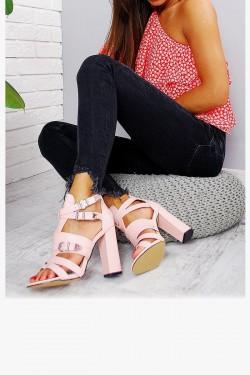 Sandały Różowe w Paski Srebrne Klamry 7797