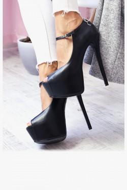 Czarne seksowne czółenka, które podkreślą Twój wdzięk i pozwolą poczuć się piękną. Mimo wysokiego obcasa bardzo wygodne ze względu na ukrytą platformę. Okażą się niezbędną częścią Twojej garderoby!
