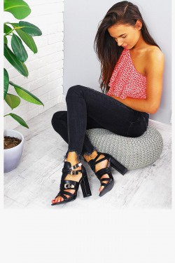 Sandały Czarne w Paski Srebrne Klamry 7804