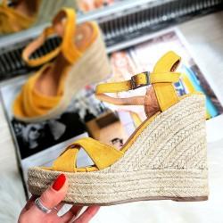 Żółte Zamszowe Sandały Na Koturnie 8311