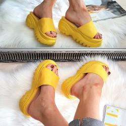 Zamszowe Żółte Klapki na Platformie 8367
