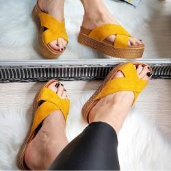 Klapki Żółte Zamszowe na Podwyższeniu 8317